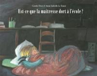 Est-ce que la maîtresse dort à l'école ?
