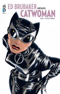 Ed Brubaker présente Catwoman. Volume 1, D'entre les ombres...
